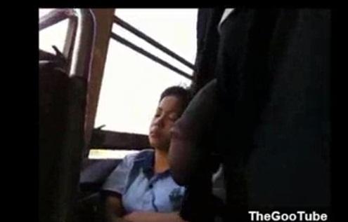 หนุ่มโรคจิต โชว์ควยให้สาวนั่งรถเมล์ดู Please Look me มองมาที่ควยฉัน ดำไหมละ น่าเลียไหมคะ
