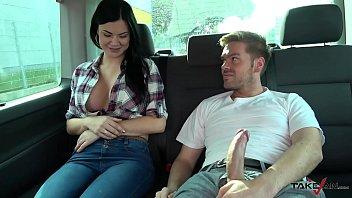 คลิปหลุดลากเมียเพื่อนขึ้นรถจัดหนัก Youporn งัดควยใหญ่ออกมาโชว์แบบนี้ใจหวั่นไหวขอแอบเย็ดเสียวๆสักที