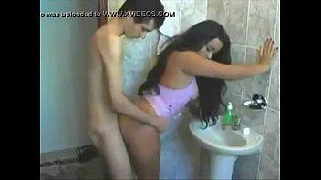 แอบล่อหีน้องเมียในห้องน้ำ xxxxไม่ได้เงี่ยนนะแต่แอ่นหีให้เย็ดท่าหมาง่ายๆเลยจ้า