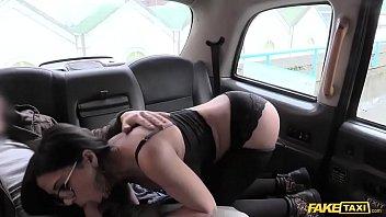 Fake Taxi คนขับแท็คซี่สมัยนี้ทำไมเงี่ยนจัง ชวนผู้โดยสารเย็ดสดอีนี่ก็เสือกยอมอีกนะ
