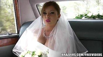 เย็ดกันก่อนเข้างานแต่ง!! คนมันตื่นเต้นอะขอเสียบหีซอยก่อนสักทีแล้วกันนะ Brazzers หนังxฝรั่ง