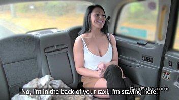 หลอกเย็ดอีนมใหญ่ Fake Taxi ยืนโก่งโค้งแอ่นหีให้อย่างยินดี ท่าทางก็ชอบโดนปี้เหมือนกัน