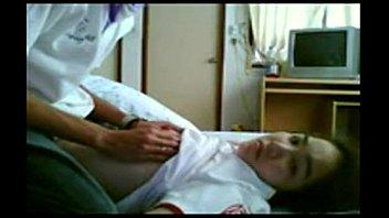 นักเรียนแถวดินแดงมีคลิบหลุด xxxx ลีลาเด็กๆขยำนมดูดคอกันนิดๆค่อยยัดควยสอดใส่รูหี