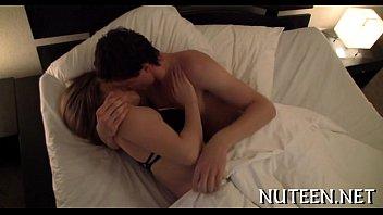 หนังxฝรั่งมาใหม่ จูบเสร็จก็ไล่มือลงไปเขี่ยนิดๆ เริ่มส่ายหีมีอารมณ์อ้อนควยให้แฟนเย็ดเลยนะเรา