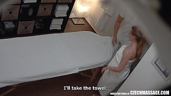 หลุดคลิปโดนเย็ดฟรี กล้องวงจรปิดจับภาพหมอนวดชายหลอกเย็ดหีลูกค้า