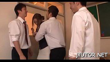 เด็กเกเรจับครูสาวมาขืนใจ นวดนมใหญ่ๆเค้นมันส์มือไม่พอปลดกระโปรงเอาไข่สั่นจี่หอยยัดหีด้วยนะ JooJav