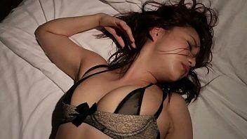 หลับไม่รู้เรื่องต้องโดน!!! คลิปเด็ดเย็ดดาราเอวีMayumi Yamanaka นอนหลับสนิทตื่นมาอีกทีเสียวหีเพราะควย