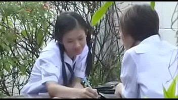 หนังxxxไทย พวกเงี่ยนหลอกเย็ดสาวคอซองมอต้นเล่นกันสดจริง พามาเชือดถึงบ้านร่านหนักมากขย่มควยให้เอง
