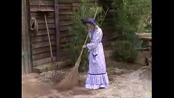 หนังโป๊โบราณ xxxxฝรั่งสาวยุคก่อนโดนลากมาเย็ดสดหีที่โรงนา จับยืนอ้าโหนกแหวกกลีบซอยควยรัวๆ