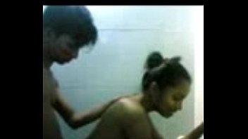 18+คลิปโป๊เย็ดครู นักเรียนชายควยใหญ่ตั้งกล้องในห้องน้ำแล้วลากครูพิเศษเข้ามาเย็ดหีคาบ้านวิชาเพศศึกษา