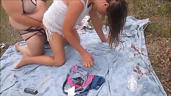 โป๊HOT! หนุ่มควยใหญ่9นิ้วติ้วหีสาวสวยจับเย็ดริมสวน กระแทกหีนอกบ้านไม่เงี่ยนจริงทำไม่ได้