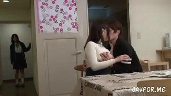 japan av ญี่ปุ่นโป๊เด็ดๆ น้องสาวอิจฉาพี่มีผัวหล่อรวยควยใหญ่ เข้ามาอ่อยต่อด้วยเย็ดหอยเด็กฟิตควย