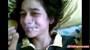 Thai Yed Online คลิปแตกใส่หน้าสาวมุสลิมไทย นอนเย็ดกับผัวสดไม่ใส่ถุง จบที่ชักควยออกมาชักว่าวโม๊กสด แตกใส่หน้าเลอะเต็มหน้าคราบน้ำเงี่ยนแน่นๆ
