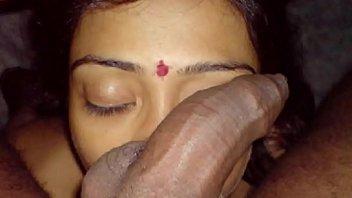 หลุดอินเดีย XNXX โป๊โมกควยจากประเทศแขก สาวฮินดูอมจู๋ให้เพื่อนชาย ดูดควยแก้เงี่ยน คั้นน้ำเงี่ยนแตกสดเต็มปาก ครางเงี่ยนดีจริงๆ