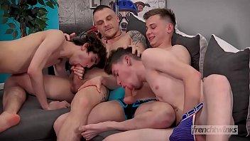 หนังxเกย์ของแท้ รุกรับสวิงกิ้งผลัดกันเสียว โม๊กแปปเดียวมาเสียวควยต่อในท่าเย็ดตูดนะครับ โป๊เกย์ควยใหญ่ หล่อล่ำทรงนายแบบ