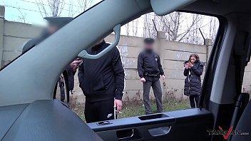 เย็ดสดหลังรถตำรวจ! รถตู้ใหญ่มีที่เหลือเฝือให้เย็ดหลายท่า จะมาไม้ไหนก็ได้หมดถ้าสดชื่น ระวังเสียวหีถ้าสดจัดนะครับอีหนู PORNXXX หนังโป๊ฟรี