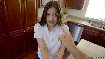 หนังโป๊เด็ดโซนเมกัน NubilesPorn วัยรุ่นสาวหน้าตุ๊กตาโดนจับแหกขา พ่อเลี้ยงจัดการเย็ดสดเต็มรูหี ซอยยิกจนน้ำเงี่ยนเล็ดเลยค่ะ