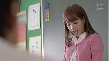 หนังเอวีล่าสุด ครูสาวหุ่นxxถูกนักเรียนฉุดมาเย็ดหีจนชอกช้ำ ถูกรุมโทรมเย็ดอย่างเมามันส์ โดนหลายควยจัดเลยค่ะ