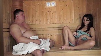 18+ฝรั่งปิดห้องเย็ดเด็กแลกเงิน ตาอ้วนอดไม่ไหวหีเนียนระดับหนังโป๊ โกนมายั่วควยพลาดไม่ได้ เย็ดหนึ่งน้ำ1500นะคะ