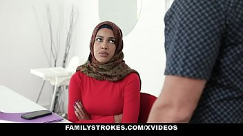 หนังโป๊มุสลิมสาว น้องสาวโพกผ้าเคร่งศาสนา Family Strokes ถูกพี่ชายจับแหกรูหีเย็ดจนติดใจ ยอมอมควยให้ดูดสดๆก่อนกระแทกจนน้ำแตก