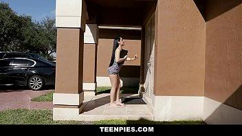 หนังโป๊แตกในวัยรุ่น TeenPies สาวลาตินมาอ่อยถึงหน้าบ้าน Jessica Jewels โปรโมชั่นขายของแถมเย็ดหี เจ้าของบ้านรีบดึงตัวเข้าไปเย็ดสดๆ เอาจนหีน้ำแตก