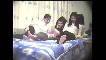 หนังอาร์ออนไลน์ ปาร์ตี้เย็ดหมู่สุดxxx หนุ่มโชคดีได้เย็ดหีสวิงกิ้ง สามสาวน่ารักนัวเนียผลัดกันอมควย เย็ดกันแรงจนขาเตียงทรุด