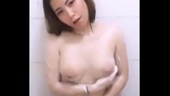 คลิปหลุดไทยลับสุดยอด VK XXX ไลฟ์สดเน็ตไอดอลน่ารัก แก้ผ้าอาบน้ำช่วยตัวเอง นมสวยตัวขาวหีหอม เห็นแล้วมันเงี่ยนจริง!!!