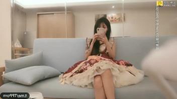 หนังโป๊2K สาวจีนน่ารักถูกกินตับ โดนเย็ดคาชุดคอสเพลย์ เจอลีลานวดนมคลึงหี เย็ดแรงๆกระแทกหีจนเคลิ้มร้องเสียว