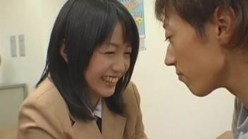 หนังโป๊เอวีญี่ปุ่น นักเรียนสาวโดนรุมเย็ดหมู่ Nana Nanami มีเซ็กส์เย็ดกันโหดเอาเรื่อง ซอยหีแล้วมาจบที่ดูดควย อมสดจนน้ำเงี่ยนแตกใส่หน้า