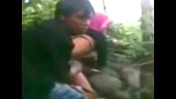 คลิบแอบถ่าย xvideos วัยรุ่นเอเชียโดนจับล่อหี พามาเย็ดในป่ากระแทกไม่หยุด เย็ดให้มิดลำครางดังลั่นไปทั้งเขา